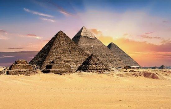 pyramids-2159286_640